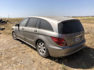 Mercedes-Benz R350 PARTS OUT for Sale in Citrus Heights, CA
