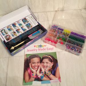 Rainbow loom plus caddy with lots of bands and a How To book for Sale in Piedmont, CA