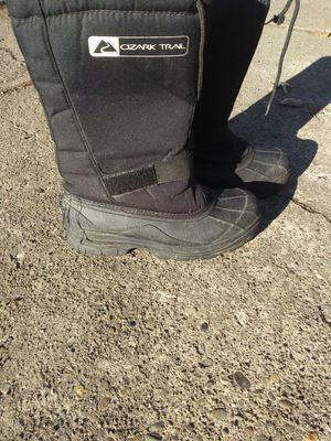 OZARK TRAIL MENS SIZE 11 BOOTS for Sale in Pittsburgh, PA