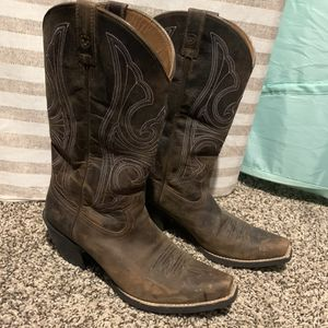 Ariat women boots 9B for Sale in Channelview, TX