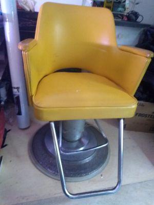 Beauty Salon Styling Chair for Sale in Glenarden, MD