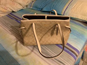 New without tags coach leather hand bag nice color for Sale in New York, NY