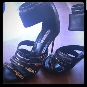 BCBG Zipper Accented Heels Sz8.5 for Sale in Leavenworth, WA