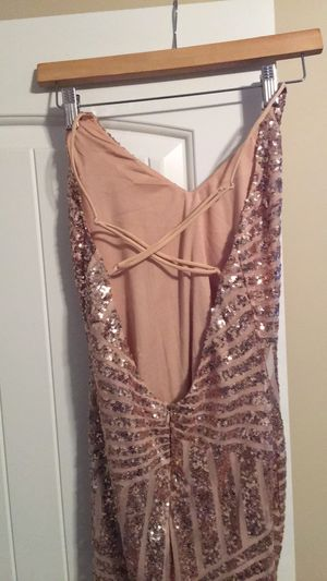 Beautiful gold dress for prom size 5/7 for Sale in Salt Lake City, UT