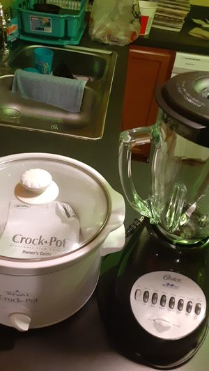 Crock pot and blender for Sale in Lebanon, PA