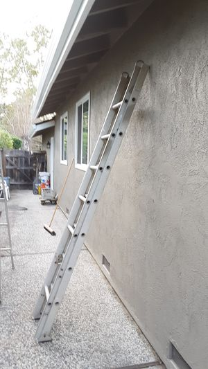Aluminum Extension Ladder- Great Condition- Great for Roof Work for Sale in San Jose, CA