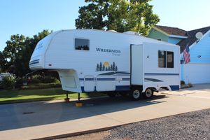 2007 Wilderness Scout Fifth Wheel Camper Trailer by Fleetwood for Sale in Dinuba, CA