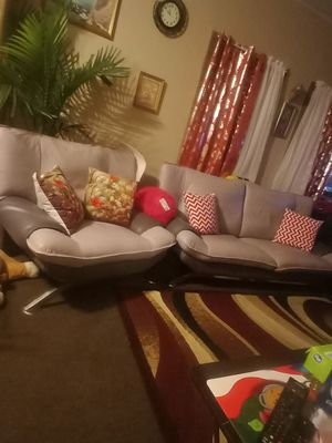 Love seat and chair for Sale in Chicago, IL