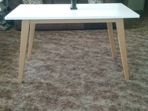New Modern style table for Sale in Fresno, CA