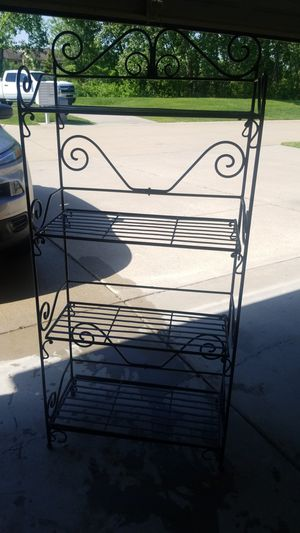 Shelves for Sale in Shelby Charter Township, MI