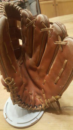 Wilson baseball glove for Sale in Chandler, AZ