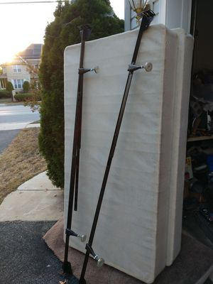 King or twin size box springs/frame for Sale in Fort Washington, MD