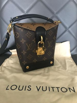 louis vuitton bag for Sale in North Miami Beach, FL