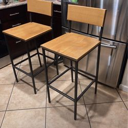 Set Of 2 Bar Stools for Sale in Moreno Valley,  CA