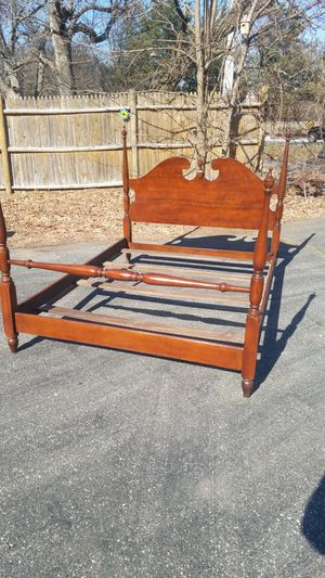 Drexel Colonial full size bed frame for Sale in Danvers, MA