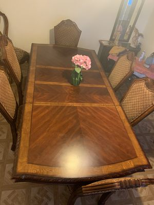 Beautiful wooden Victorian style table. for Sale in Hesperia, CA