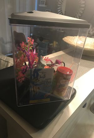 3 gallon fish tank with decor, food and net for Sale in Indianapolis, IN