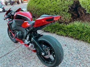 PRICE $12OO URGENT For sale Honda CBR 1OOORR for Sale in Wichita, KS