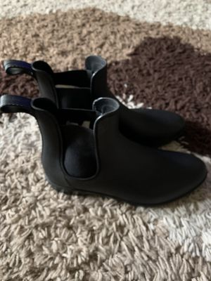 Women's size 11 rain boots for Sale in Brooklyn, NY