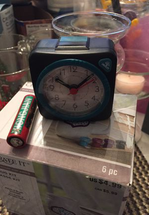 Small travel alarm clock battery operated for Sale in Carol Stream, IL
