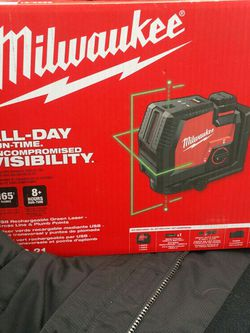 Milwaukee Green Laser With cross Line And Swan Point for Sale in Lake Stevens,  WA