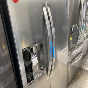 Lg Refrigerator With Side By Side Doors Stainless for Sale in Newport Beach, CA