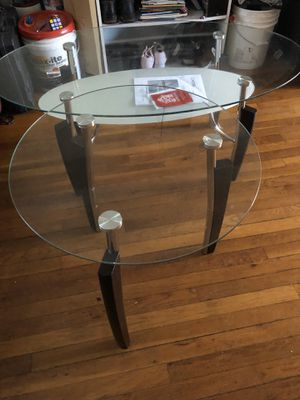 table 2 piezas good condition for Sale in Falls Church, VA