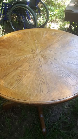 Round oak kitchen table for Sale in Ham Lake, MN