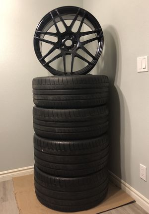 """Wheels and Tires 22"""" for Sale in Riverside, CA"""