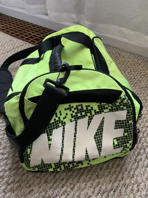 Nike duffle bag for Sale in Bedford Park, IL