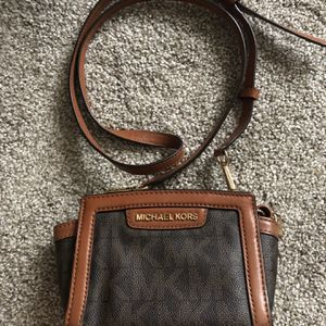 Michael Kors Side Purse for Sale in Winfield, IL
