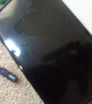 TCL Roku TV !! (no power cord) + Wall mounting free for Sale in Houston, TX