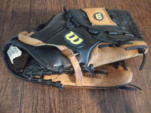 ***WILSON'S A360 12 1/2 RHT LEATHER BASEBALL GLOVE!*** for Sale in Dallas, TX