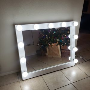 XL makeup vanity mirror with LED daylight bulbs for Sale in Grand Terrace, CA