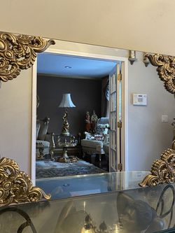 Very Gorgeous Antique Mirror for Sale in Sterling Heights,  MI