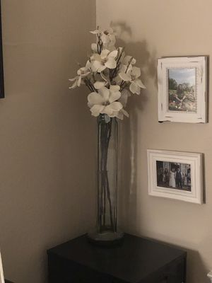 Glass vase and flowers for Sale in Irving, TX