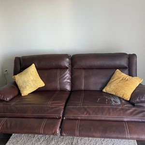 FREE Leather Recliner Couch !! ' Must Pick Up By 1/29 for Sale in Pompano Beach, FL