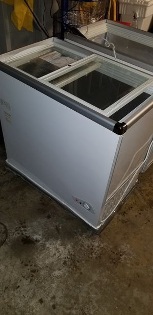 Mmi chest cooler new for Sale in Los Angeles, CA