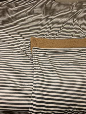 Black & white blanket with 2 pillow cases queen size new for Sale in La Mesa, CA
