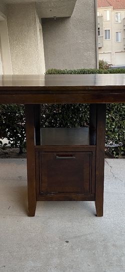 Pub Table Dinning Table/ Kitchen Table $100 for Sale in Corona,  CA