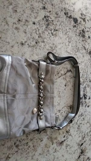 Gray Coach purse new condition no trades no shipping for Sale in Fresno, CA