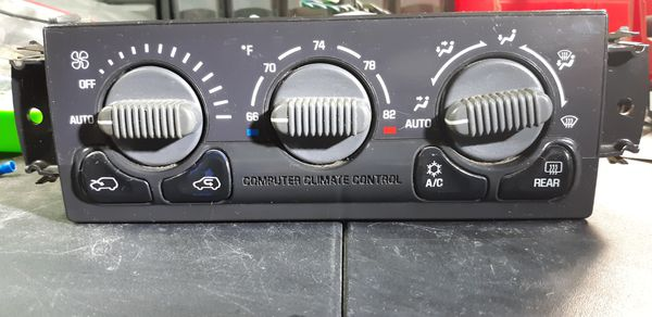 GM OEM 99 - 02 AC Heat Climate Control With Rear Defrost in Great Condition!