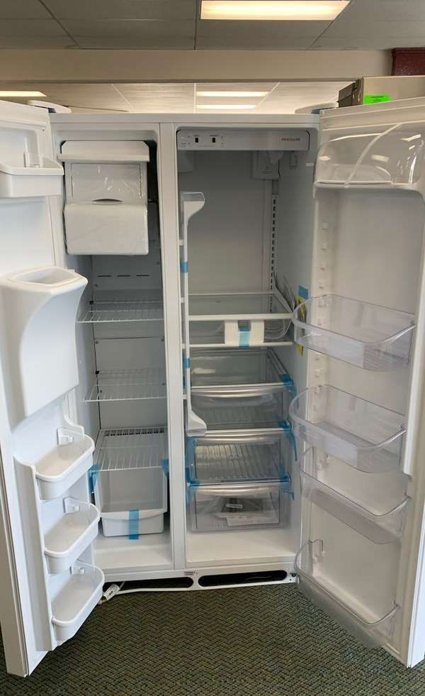 Brand new Frigidaire LFSS2612TP refrigerator 87FN