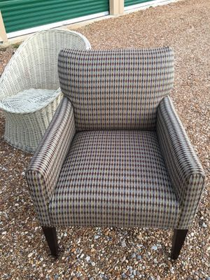 Chair accent chair for Sale in Gulfport, MS