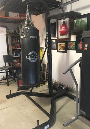 Treadmill and heavy bag stand with speed bag for Sale in Indianapolis, IN