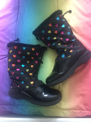 Girls Snow Boots size 4 for Sale in East Los Angeles, CA