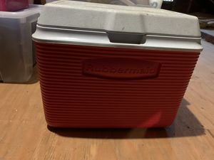 Small Rubbermaid cooler for Sale in Oakland, CA