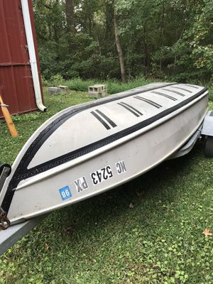 """12 ft. """"V"""" aluminum boat with two oars for Sale in Chesapeake, VA"""