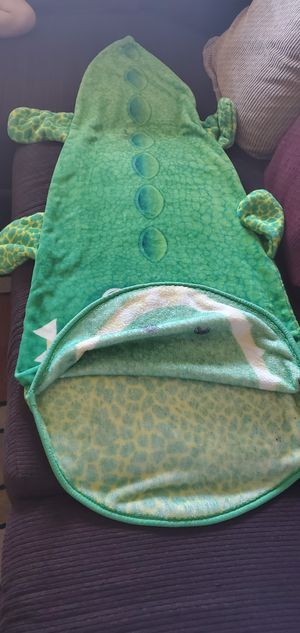 Kids Mermaid and alligator blanket tail for Sale in Chula Vista, CA