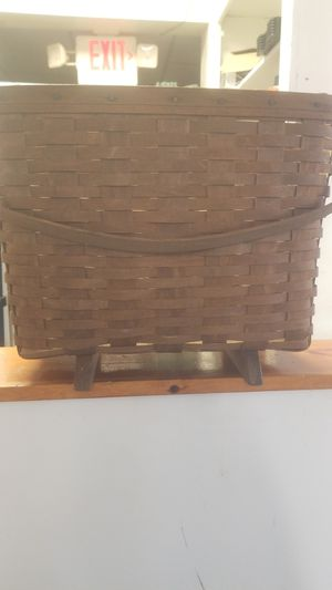 83' signed Longaberger magazine basket for Sale in Lancaster, OH
